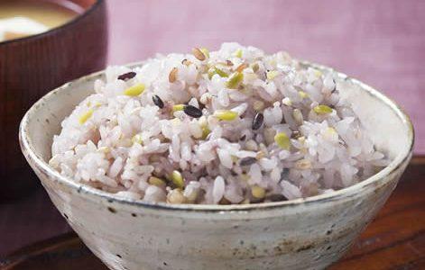 雑穀米。白米単品よりも食べごたえがあり美味しい!
